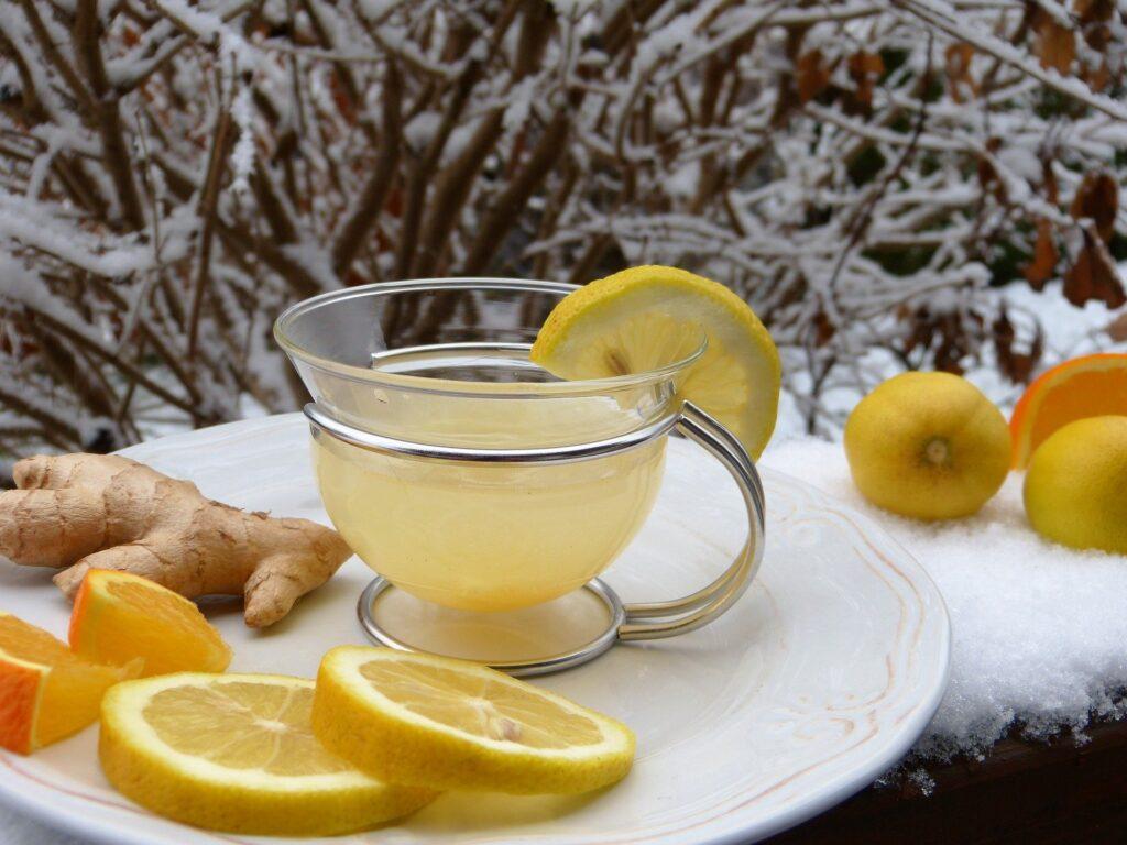 Sitronvann med fersk ingefær styrker immunsystemet med C-vitaminer
